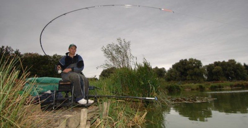 autumn_feeder_fishing
