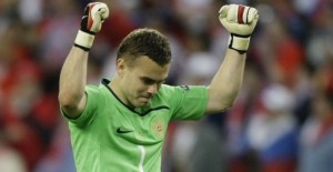 Russia's goalkeeper Igor Akinfeyev celebrates after their Group D Euro 2008 soccer match victory over Greece at the Wals-Siezenheim Stadium in Salzburg, June 14, 2008. REUTERS/Kai Pfaffenbach   (AUSTRIA)  MOBILE OUT. EDITORIAL USE ONLY