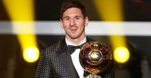 Lionel Messi of Argentina, FIFA World Player of the Year 2012 smiles as he holds his FIFA Ballon d'Or trophy during the FIFA Ballon d'Or 2012 soccer awards ceremony at the Kongresshaus in Zurich January 7, 2013. REUTERS/Michael Buholzer (SWITZERLAND - Tags: SPORT SOCCER TPX IMAGES OF THE DAY)