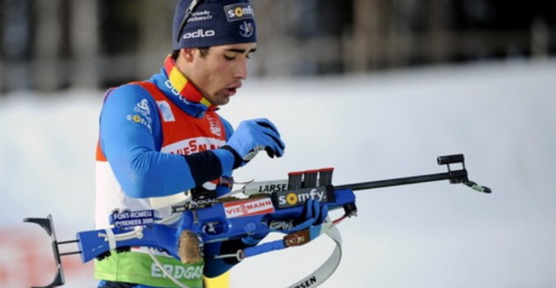 Martin Fourcade of France gets ready to shoot while on his way to third place in the men's biathlon 10 km individual sprint race of the IBU World Cup 2010 in Kontiolahti, Finland, March 13, 2010. REUTERS/Mikko Stig/Lehtikuva (FINLAND - Tags: SPORT BIATHLON) NO THIRD PARTY SALES. NOT FOR USE BY REUTERS THIRD PARTY DISTRIBUTORS. FINLAND OUT. NO COMMERCIAL OR EDITORIAL SALES IN FINLAND